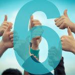 felfelé mutató hüvelykujjak a háttérben az előtérben egy 6-os szám