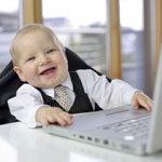 baba a főnöki székben