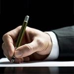 levelet író kéz