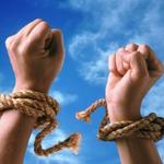 két kéz rajta kötéllel