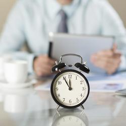 Folyamatosan csökken a ledolgozott órák száma