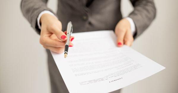 Mit kell, hogy tartalmazzon a munkaszerződés?