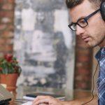 Zenehallgatás munka közben? Hasznos vagy sem?