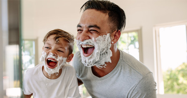 Milyen munkajogi kedvezmények illetik meg az apákat?