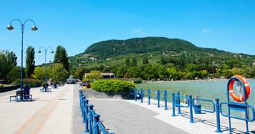 Vendéglátás – munka a Balatonnál